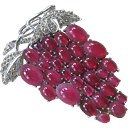 Large Vintage Raspberry Red Glass Cluster Of Grapes & Rhinestones Fur Clip