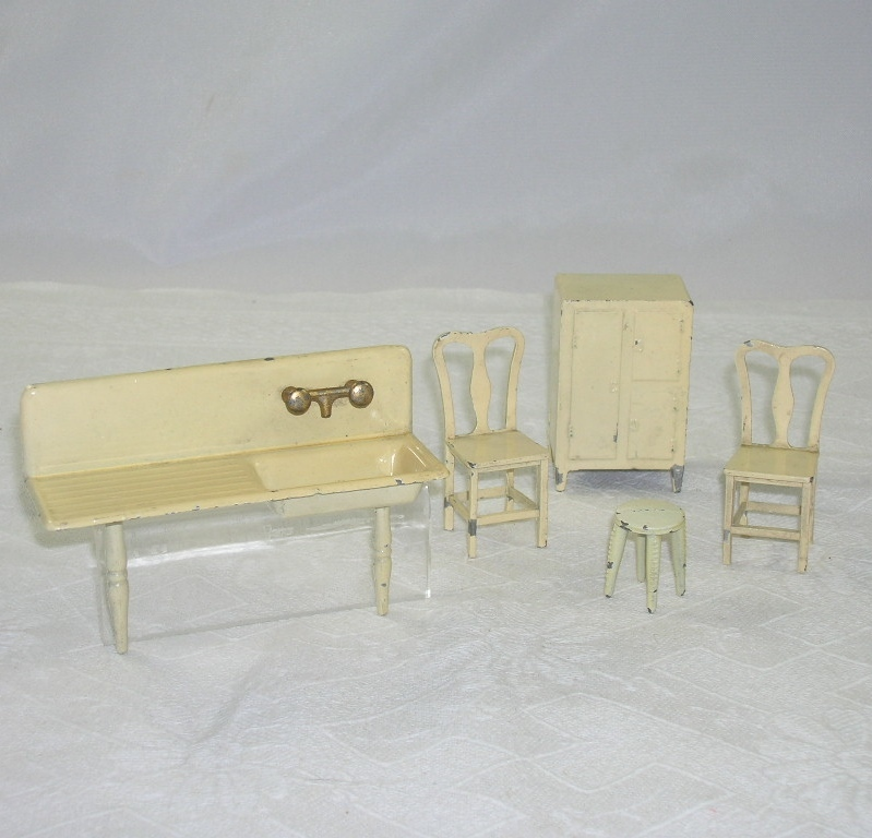 Tootsie Toy Doll House Kitchen Furniture 5 Pieces Red