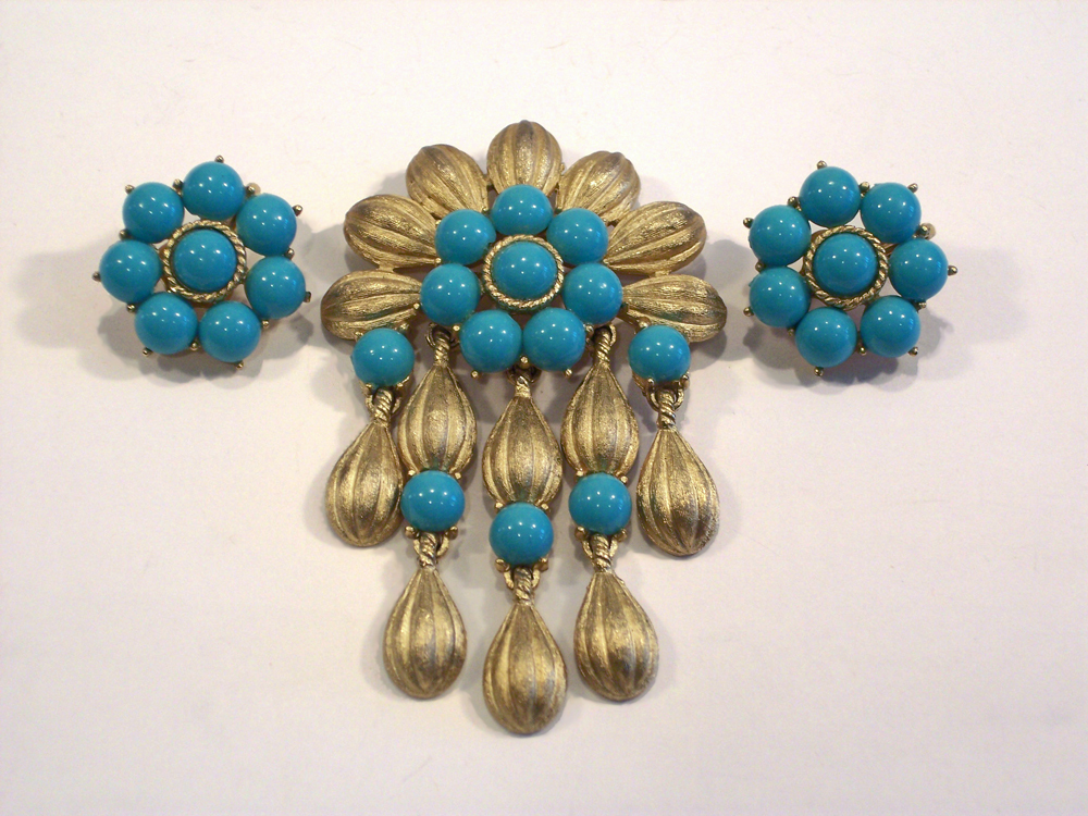 1960's Crown Trifari Turquoise Brushed Gold Tone Cleopatra Brooch & Earrings