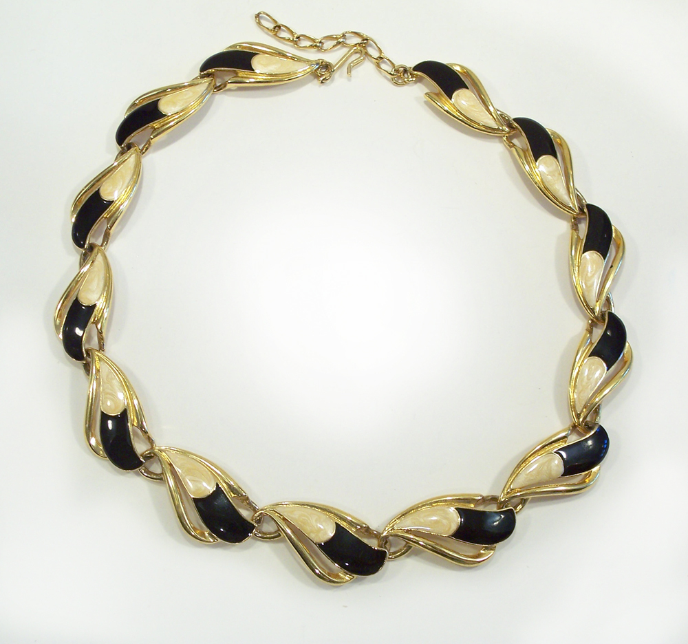 Vintage Crown Trifari Cream & Black Enamel Gold Tone Necklace