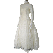 Vintage 1980s Buttercream Ivory Lace Wedding Dress with Crinoline S