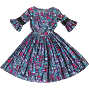 Vintage 1960s Abstract Novelty Print Fit N Flare Cotton Day Dress in Purples and Blues XS