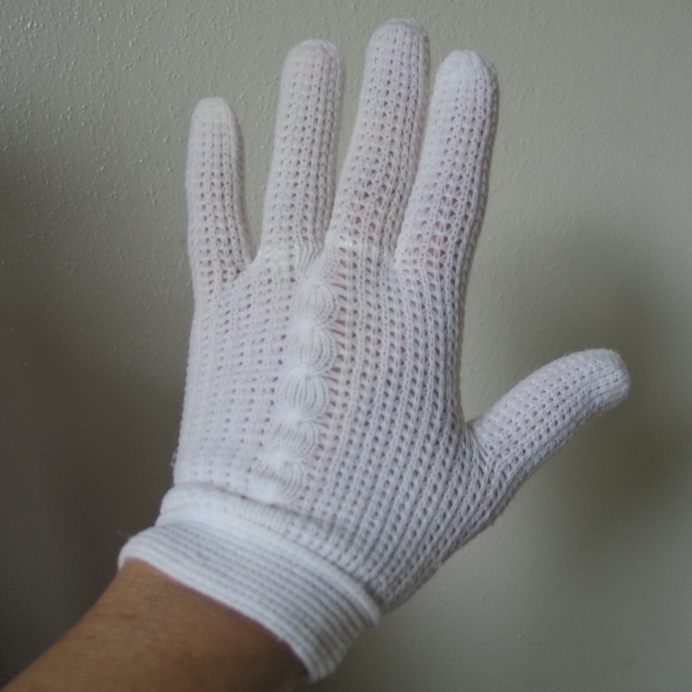 Vintage Sweet Sixties White Knit Matinee Gloves