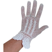 Vintage 1930s White Crocheted Gloves with Floral Flare Hem