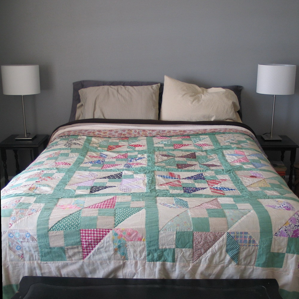 Antique 1920s 1930s Depression Era Chevron Spring Quilt