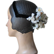 Vintage 1960s Spring Summer Black Velvet Headband Hat with Netting and White Daisy Flowers