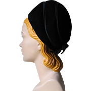 Vintage 1960s Black Thick Felt Bubble Boufant Hat with Bows to the Back