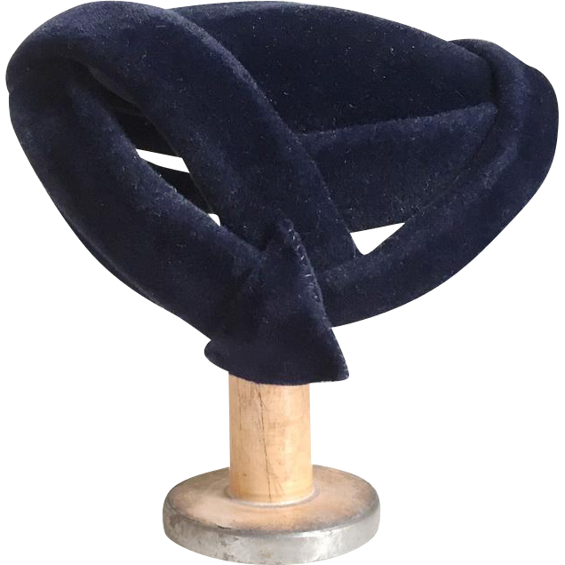 Vintage 1940s Dark Navy Blue Plush Felt Arrow Hat Lorie Body Made in France