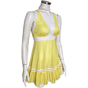 Vintage 1970s  Bright Sunshine Yellow Vanity Fair Baby Doll Nightie with White Lace Trim