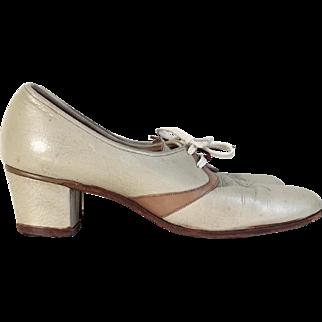 Vintage 1940s Florsheim 2 Tone Oxfords Lace Ups Shoes Low Heels