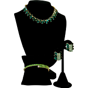Vintage Emerald And Peridot Green Rhinestone Necklace And Earrings Set