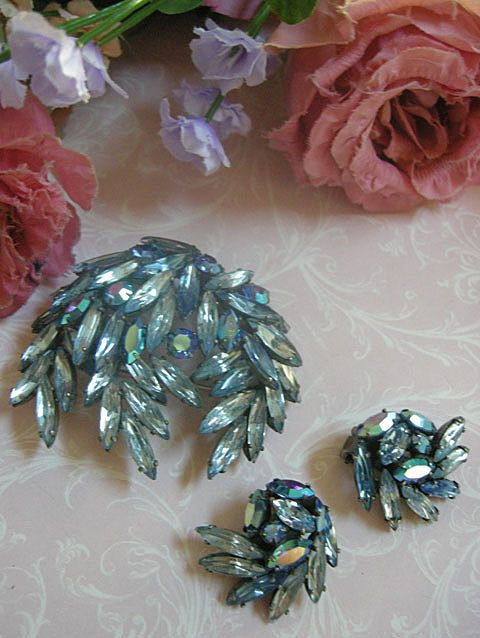 gorgeous Regency Big Vintage Brooch and earrings
