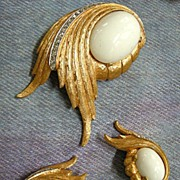 Gorgeous Elegant Jomaz Milkglass Vintage Brooch and Earrings
