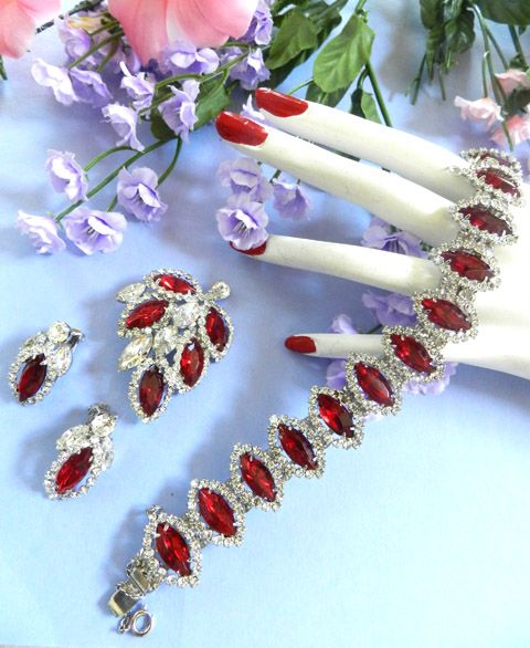 Heart Throbbing Vintage Ruby Red Weiss Bracelet Earrings Brooch
