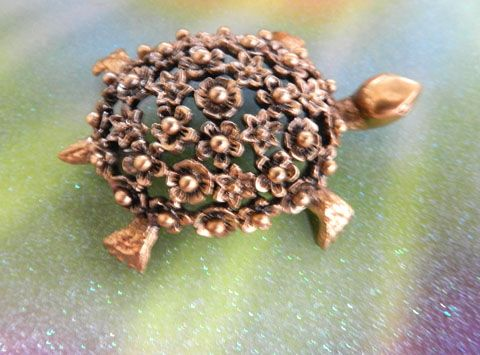 Adorable Tortolani Highly Detailed Tortoise Vintage Pin