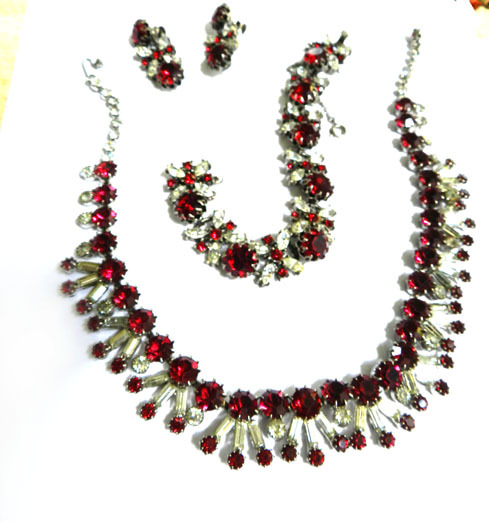 Exquisite Vendome Ruby Red Vintage Necklace Bracelet Earrings