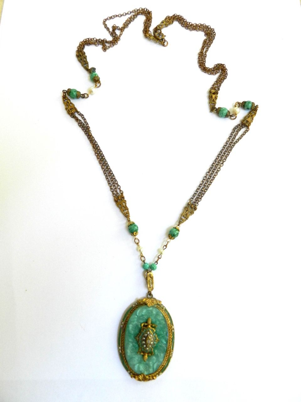 Return to Elegance Vintage Faux Jade and Faux Pearl Pendant Necklace