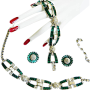 High End Runway 1940s Designer Emerald Glass Necklace Bracelet Earrings