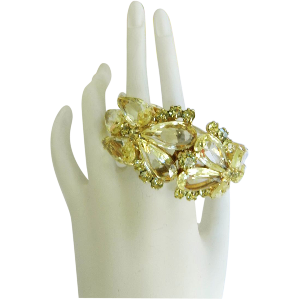 Exquisite Juliana Enormous Pear Shaped Glass Jonquil Bracelet