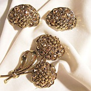 Gorgeous Hollycraft Brooch Earring Set Topaz and golden color iridescent Rhinestones