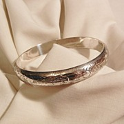Sensational Vintage Etched Sterling side open Bangle Bracelet 15 grams