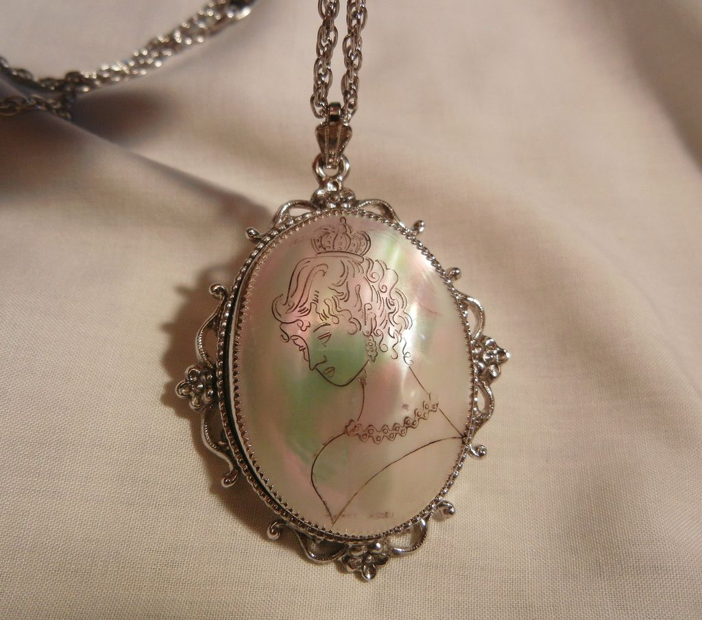Fantastic Shell Painted Royal Portrait Cameo Necklace Rare