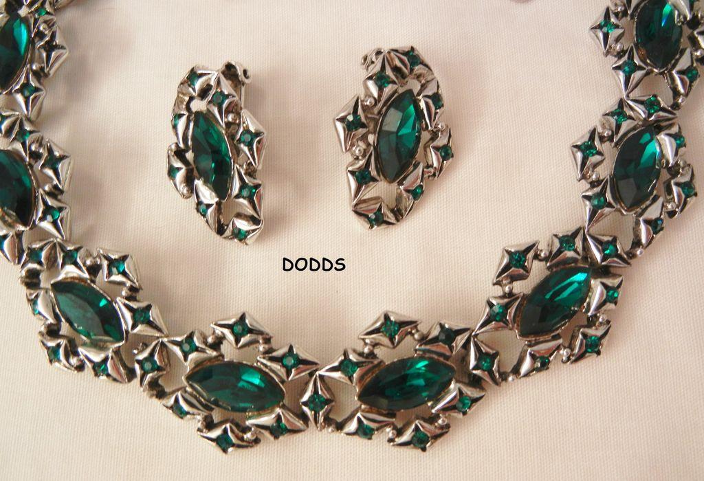 exquisite rare emerald green colored rhinestone necklace