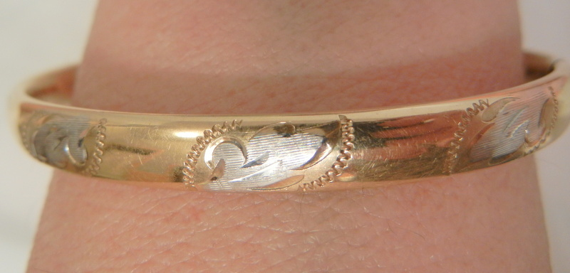 Beautiful 14K gold fill Swan design hinged bar Marathon bangle Bracelet