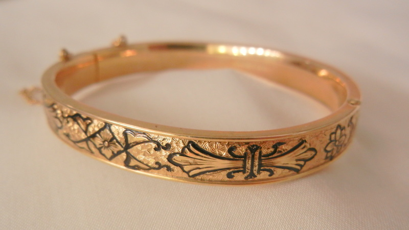 Gorgeous Taille d'Epargne gold filled B&B hinged Bracelet