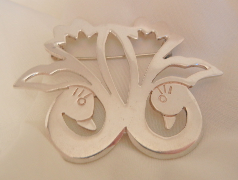 Beautiful sterling Mexico double swan Brooch