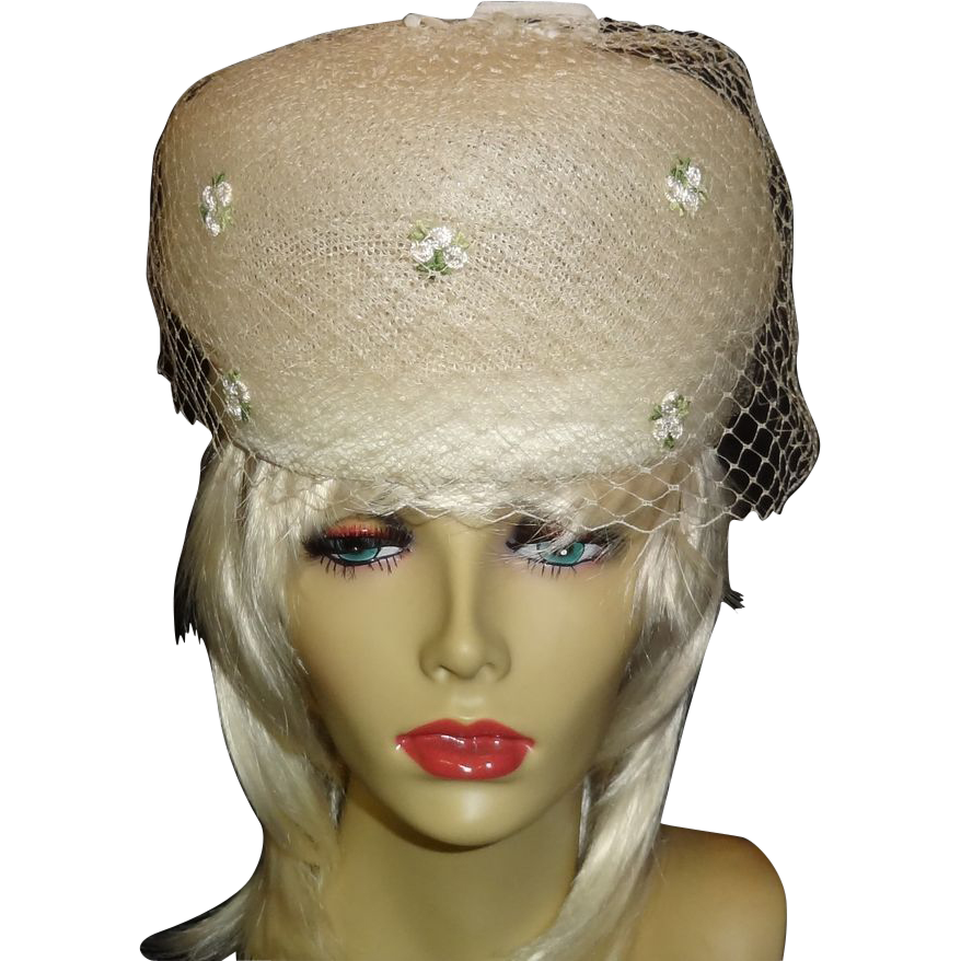 Vintage Off-White Pillbox Hat with Embroidered Floral Accents