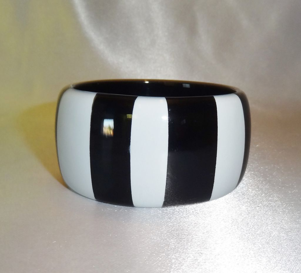 Vintage Wide Black and White Striped Lucite Bangle Bracelet