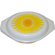 Vintage Pyrex 1 1/2 Qt. Covered Casserole Dish in the Daisy Pattern