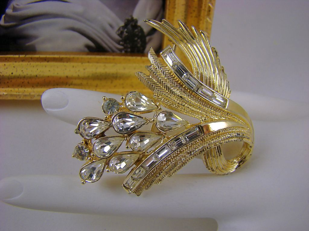SALE Coro Pegasus Pear & Baguette Rhinestone Brooch ~ Back Street Collection