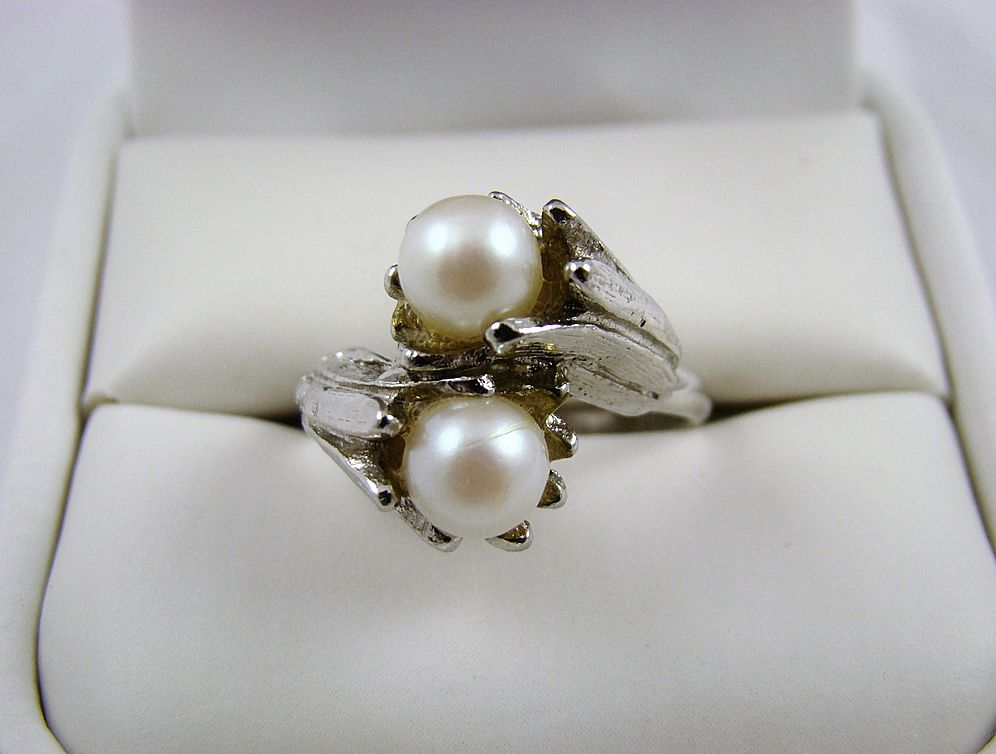 Vogue Double Signed Imitation Pearl Ring