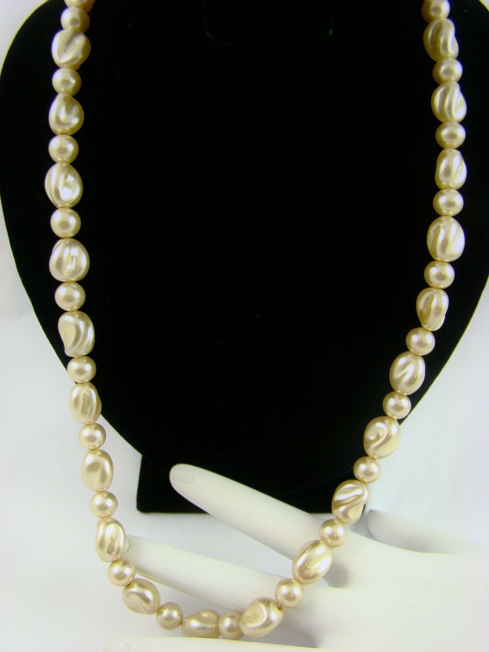 Lustrous Creamy Ivory Baroque Imitation Pearl Necklace