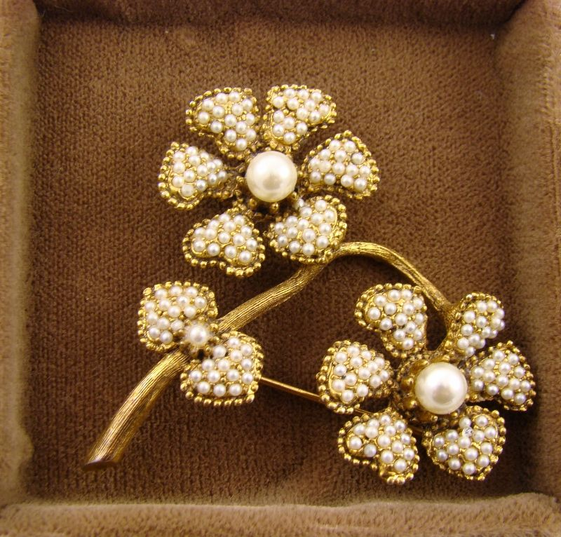 Har Imitation Pearl Double Flower Brooch