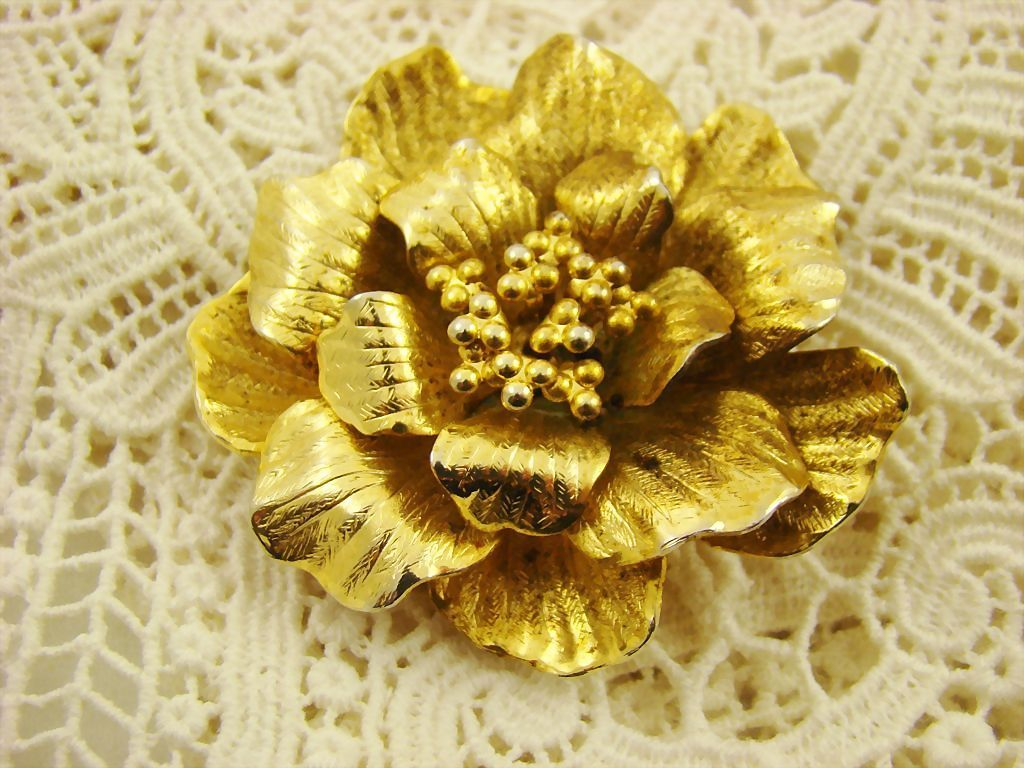 Four-Dimensional Gold Tone Floral Brooch