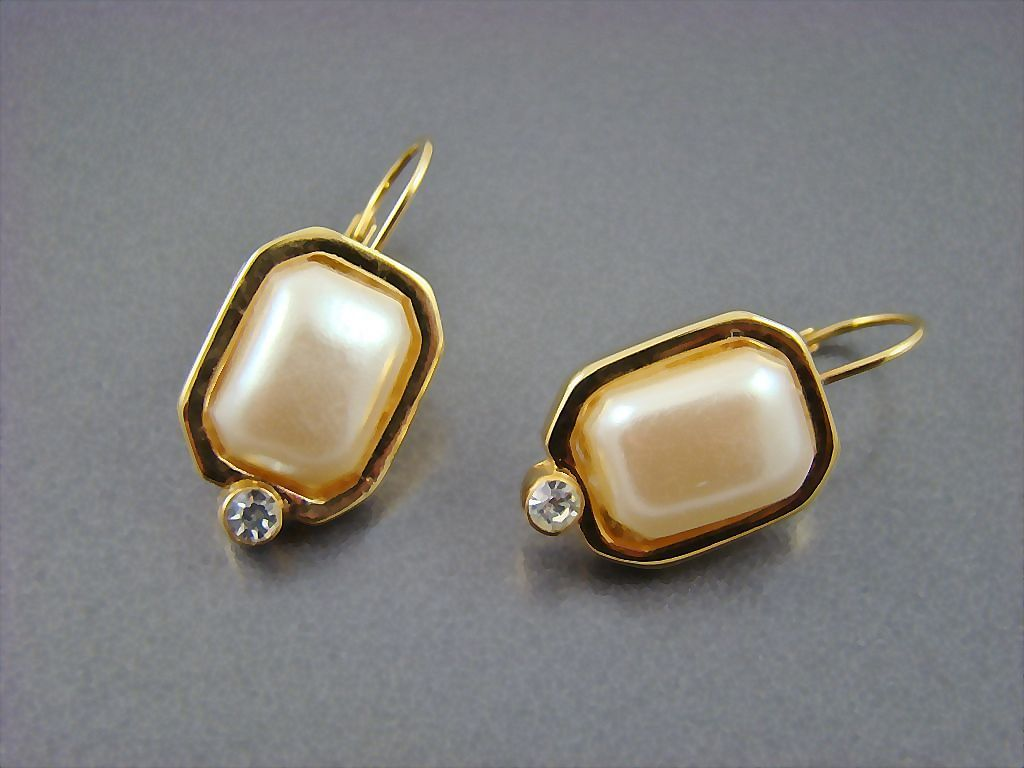 Imitation Pearl Earrings with Rhinestone