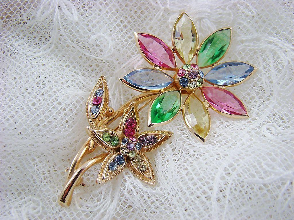 Rare Hollycraft Floral Brooch