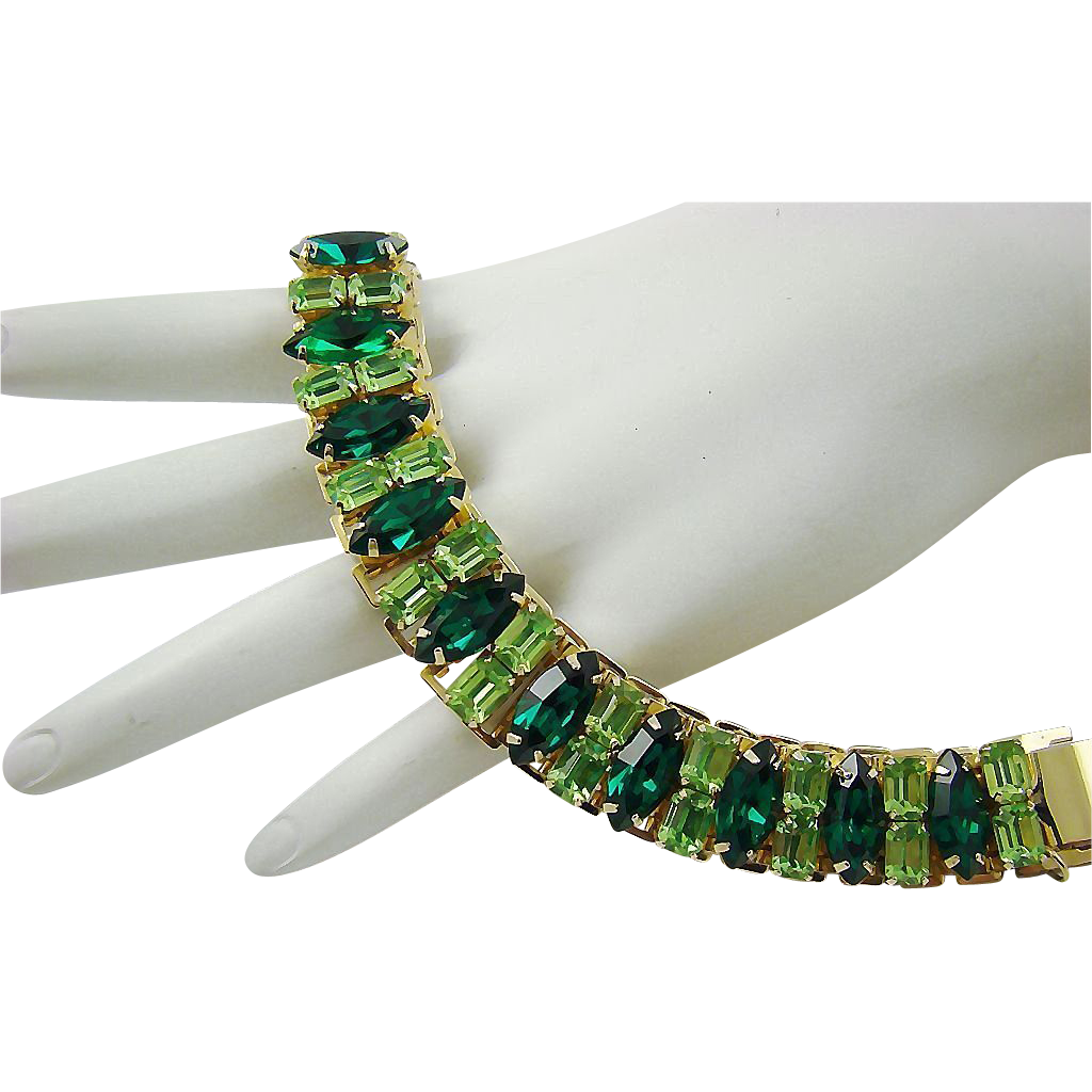 Breathtaking Coro Pegasus Emerald and Peridot Rhinestone Bookchain Bracelet