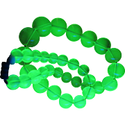 Vintage Uranium Glass Necklace 16 inches
