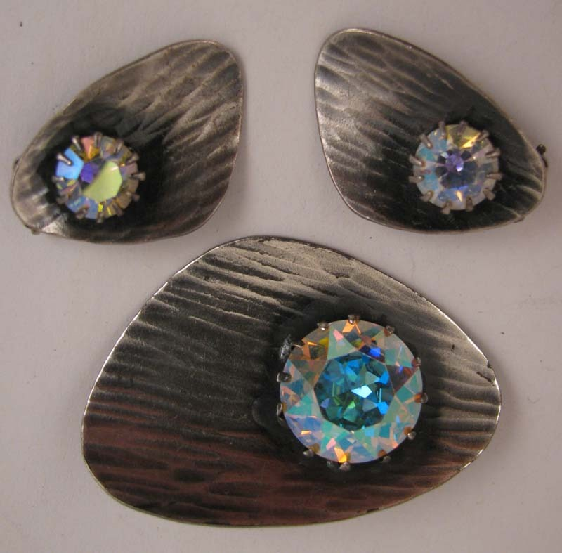 c.1950-60s Aurora Borealis Rhinestone Brooch & Earrings Demi Parure Set