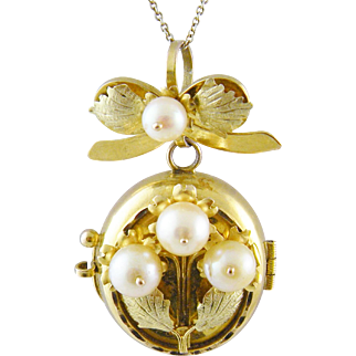 Antique 10 Karat Gold  Leaves  and  Cultured Pearls design LOCKET PENDANT