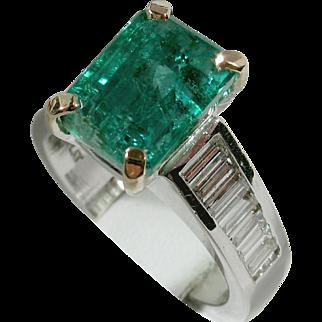 REGAL 3.53ct Emerald & Diamond Ring