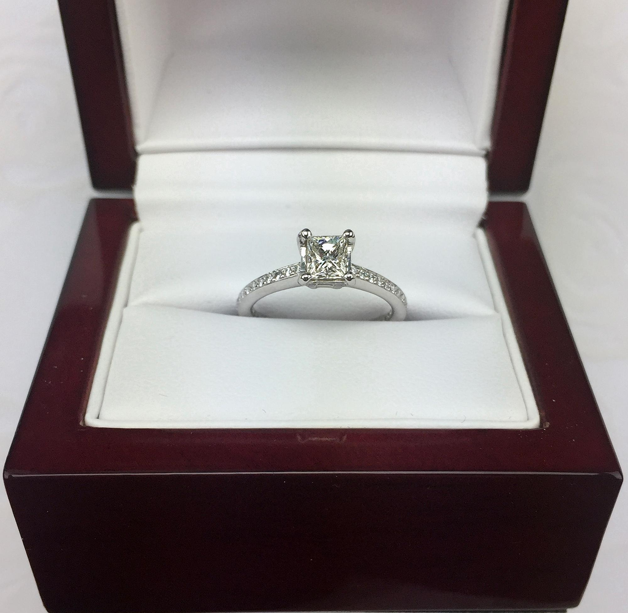 STUNNING Perfect 18kt Princess Cut Diamond Engagement Ring from