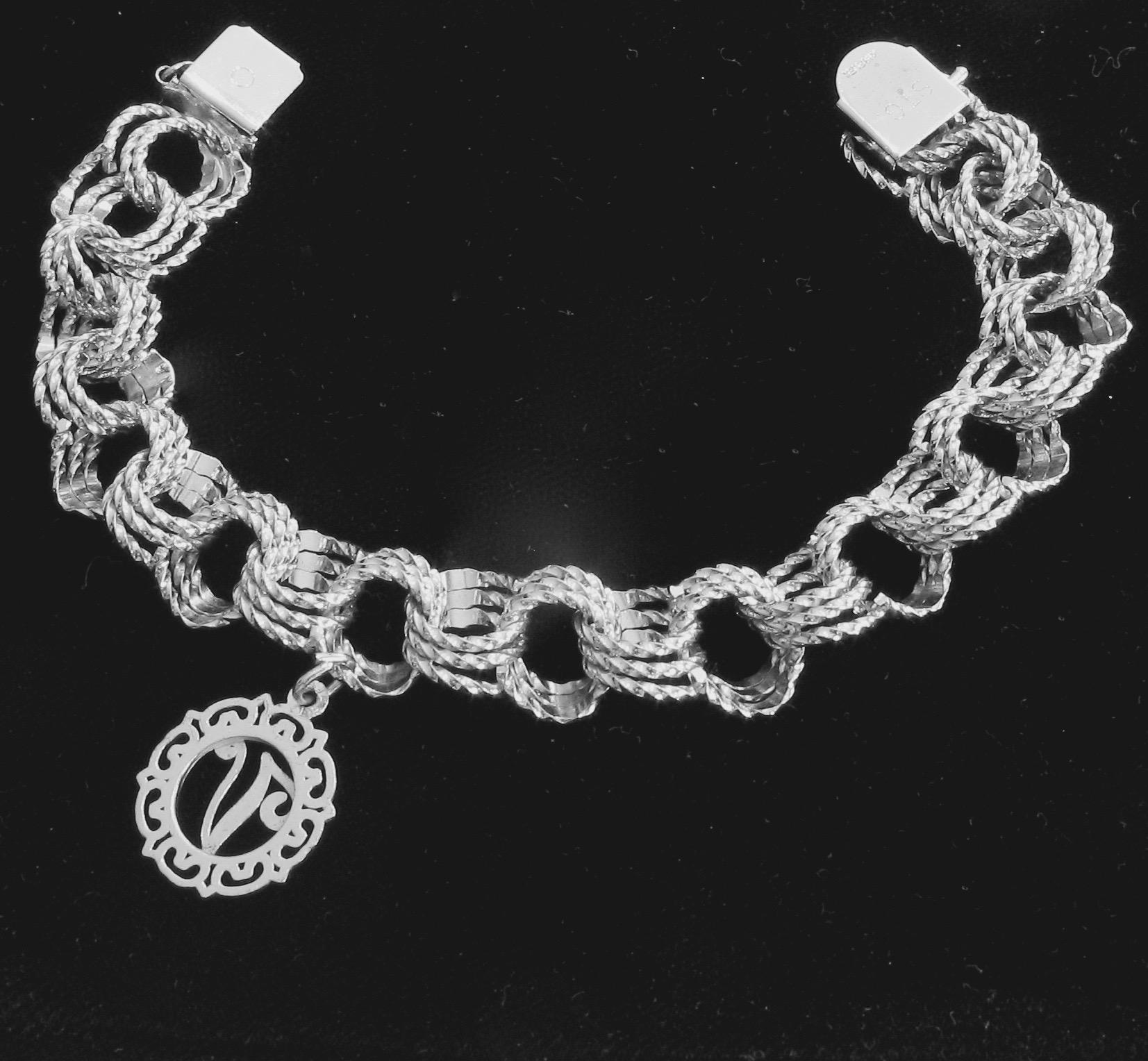 BCS SALE Vintage Sterling Silver Interlocking Loops Chain charm