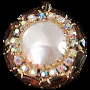 Vintage unsigned  Schreiner round pendant necklace