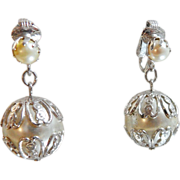 Vintage Pearl Earrings. Sarah Coventry. Large Dangling Wedding Earrings. Faux Pearl Earrings