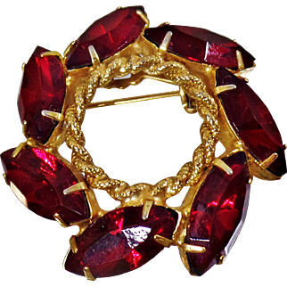 Vintage Garnet Red Rhinestone Christmas Wreath Brooch. Red Rhinestone Garnet Pin. Holiday.